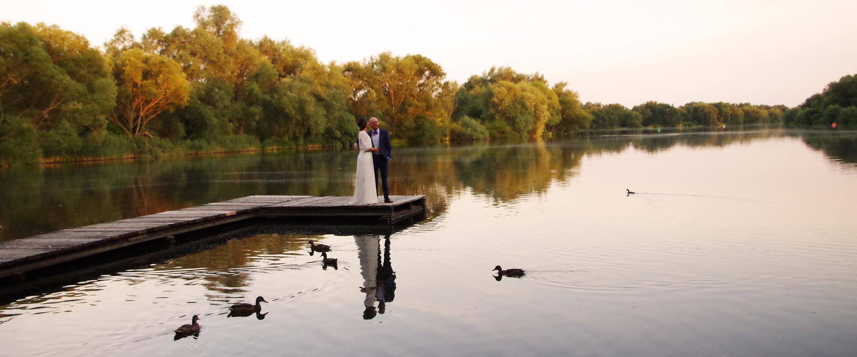 Brautkleid in der Abendsonne am Südsee